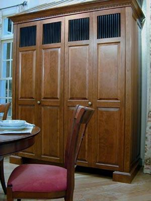 Kbis-2001-armoire-closed-300